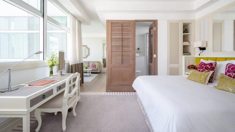 Lanson Place CWB Prestige Suite Bedroom