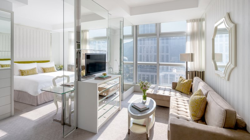 Lanson Place CWB Grand Luxe Room