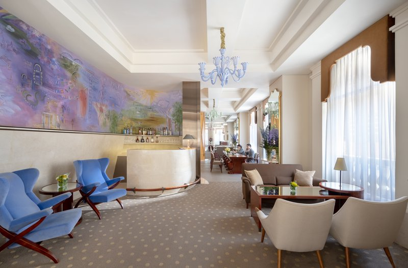 Lanson Place CWB Lounge Bar