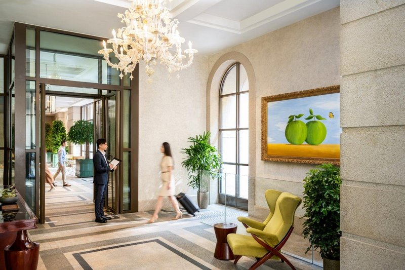 Lanson Place Global Guest Greeting