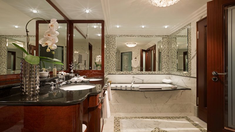 Executive Suite Bathroom Breidenbacher