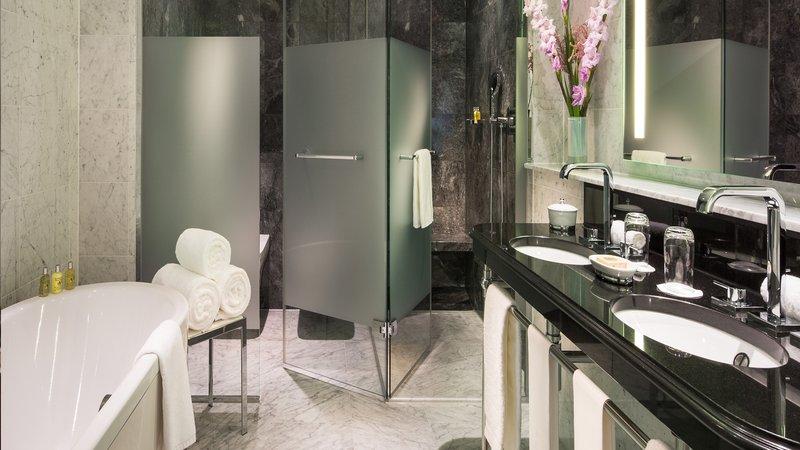 Grand Deluxe Room Bathroom Breidenbacher