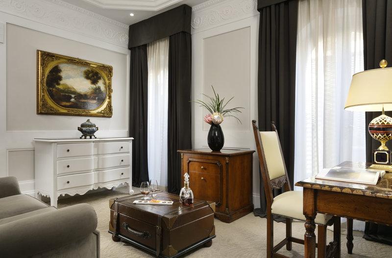 Suite Terrace Living