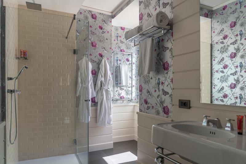 Q92 Mini Suite Bathroom