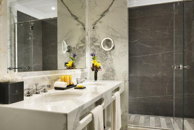 Junior Suite Terrace Bathroom