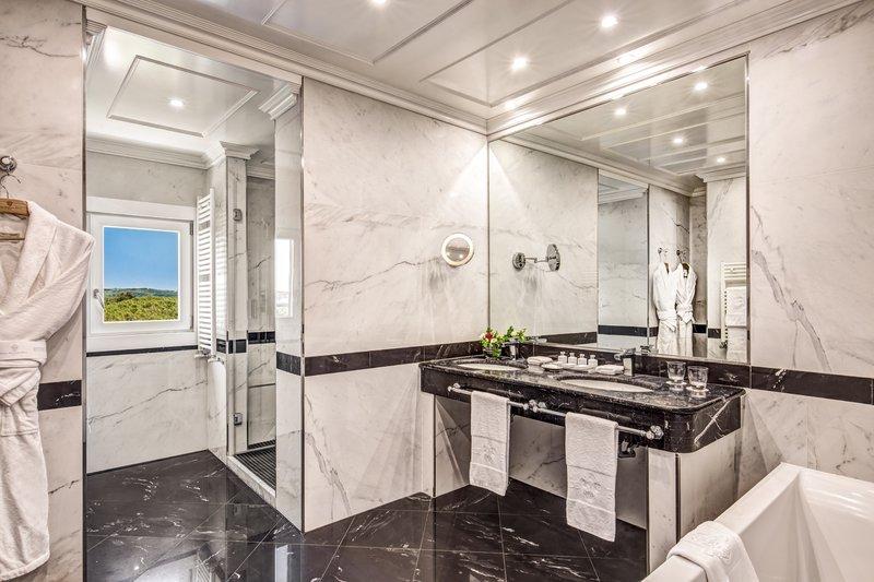 Penthouse Villa Medici Bathroom