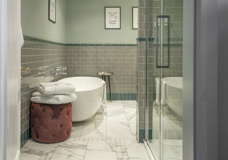 Townhouse Deluxe Bathroom