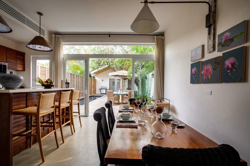2 Bedroom Beachfront Villa Dining Area