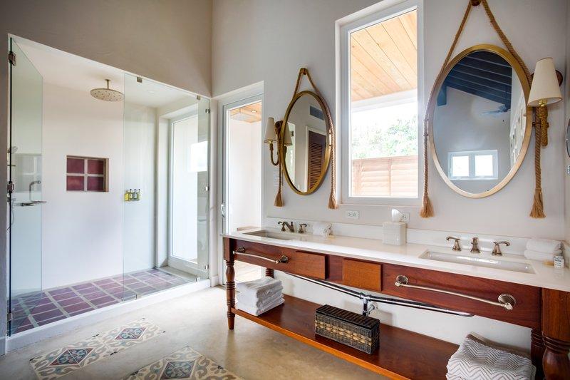 1 Bedroom Beachfront Loft Bathroom