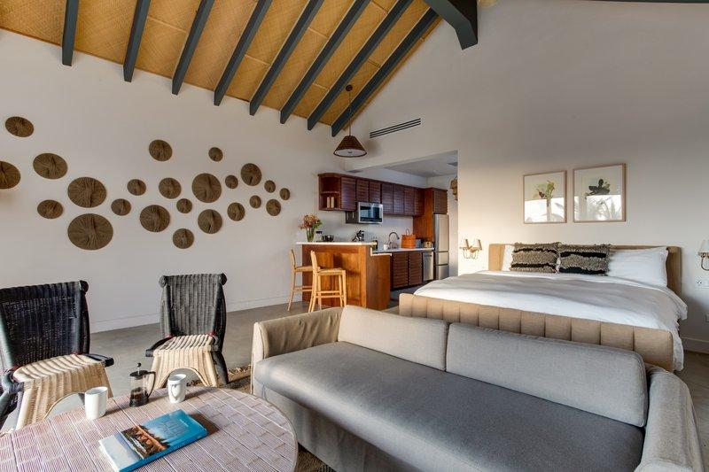 1 Bedroom Beachfront Loft King Bed