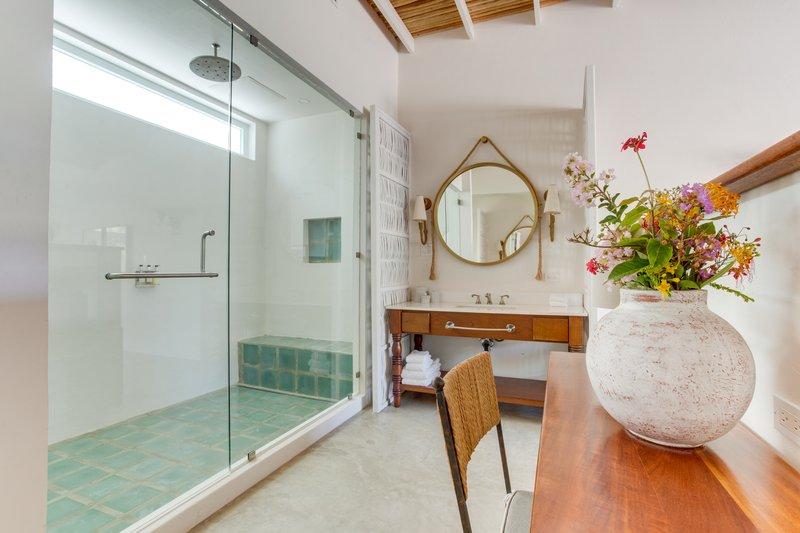 2 Bedroom Beachfront Villa Bathroom
