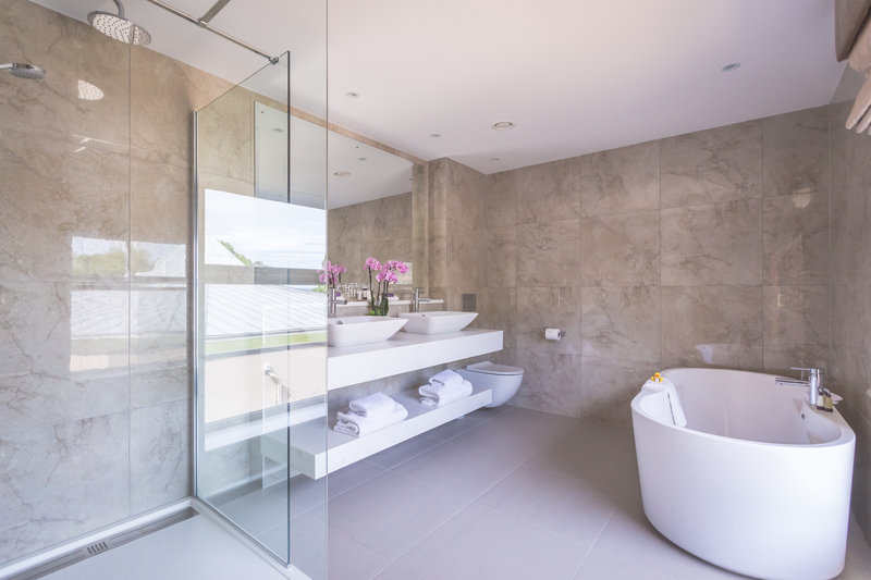 Deluxe King Bathroom