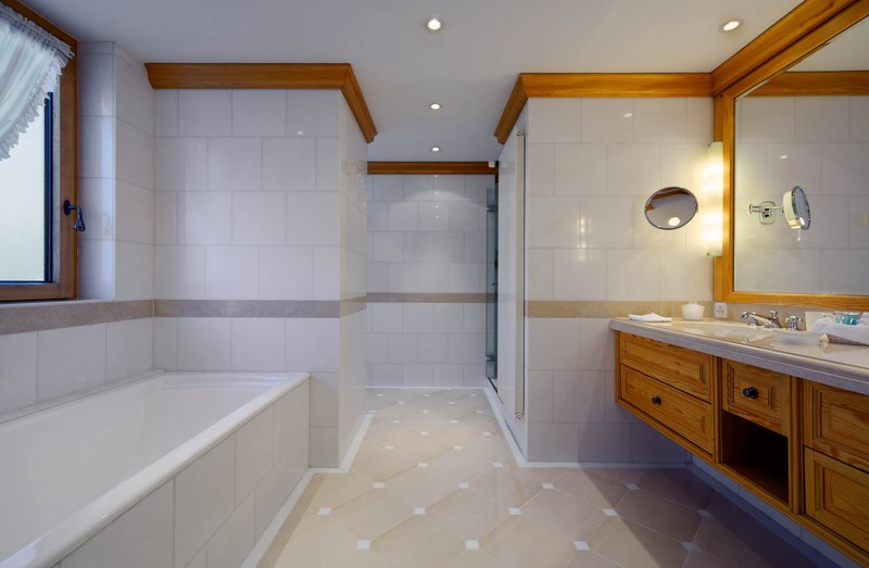 Bernina Suite Bathroom