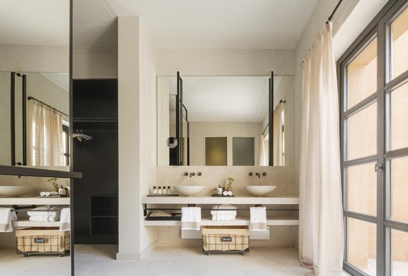 Pool Suite Bathroom