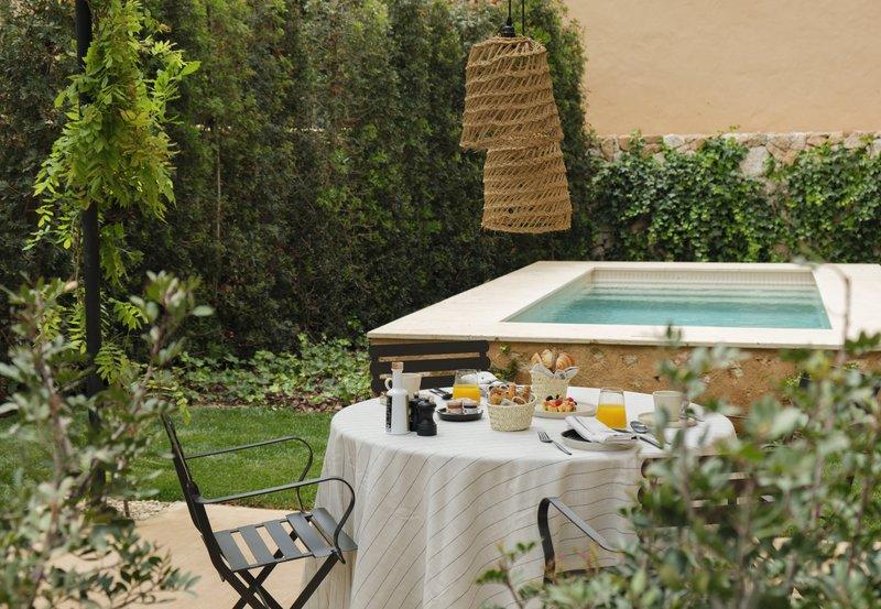 Pool Suite Terrace