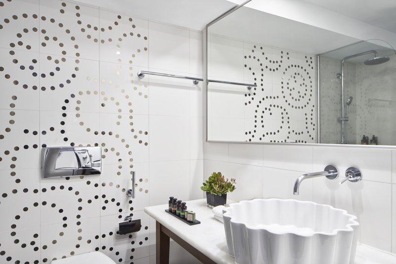 Sea View Suite Hot Tub Bathroom Detail