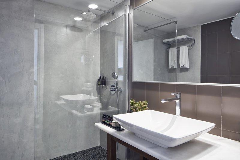 Sea View Suite Hot Tub Bathroom