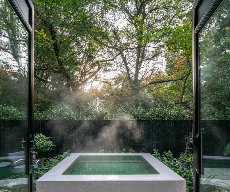 Deluxe Courtyard Room Hot Tub