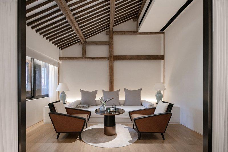 Deluxe Garden View Room Rest Area