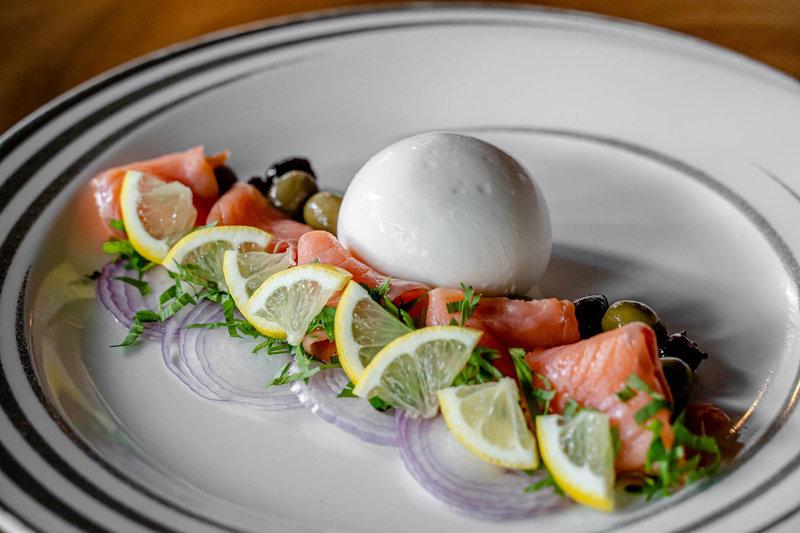 Florian Restaurant Salmone Burrata