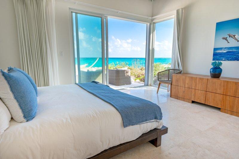 Three Bedroom Peninsula Oceanfront Conch Villa